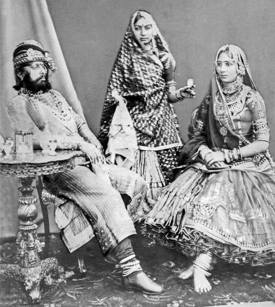 Maharaja Jaswant Singh II of Jodhpur with his Paswan Naini Jaan and a female attendant, late 19th c.